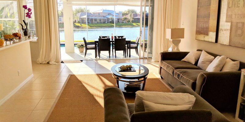 VERKAUFT – Einfamilienhaus mit Pool – Naples!